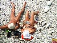 (12 pictures) Sexy couple relaxing nude in the hot sun