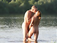 (12 pictures) A couple walks through the water and kisses on the beach