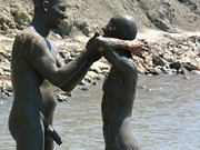 (10 pictures) Real nudist couple taking mud bath