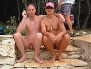 (16 pictures) Shy nudist families