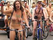 (10 pictures) Hundreds of Naturists Took Part in these Naked Flash Mobs around the World - All Nude People in the Streets of NY